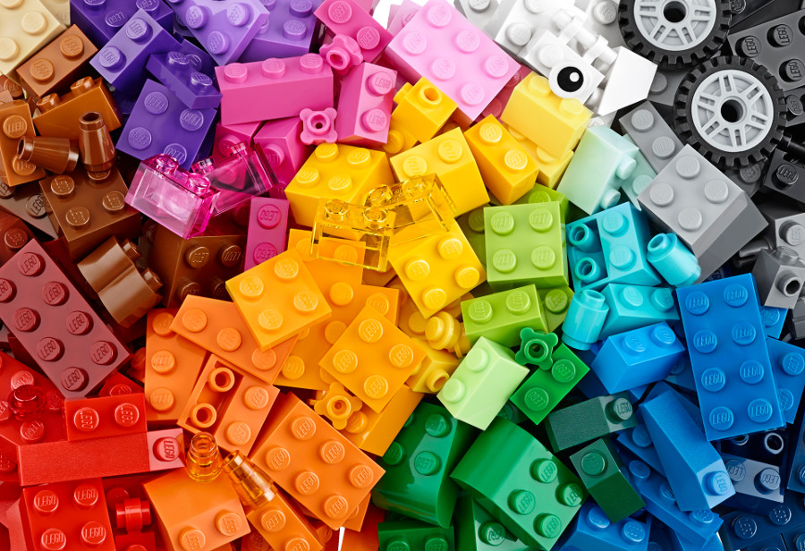 Clean your LEGO® bricks the right way